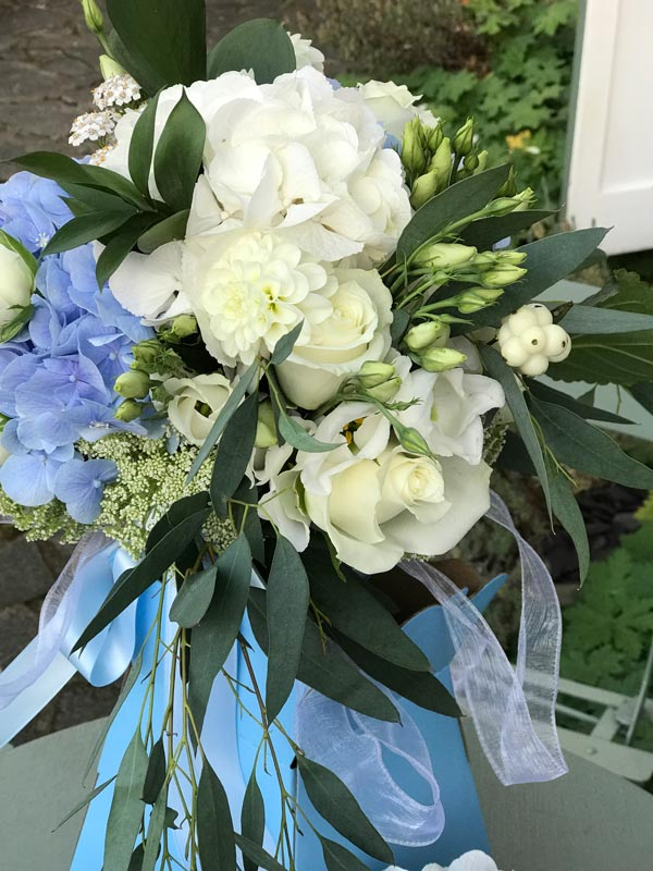 Bespoke-Arrangements-Blue-Cream-Hydrangea_Rose