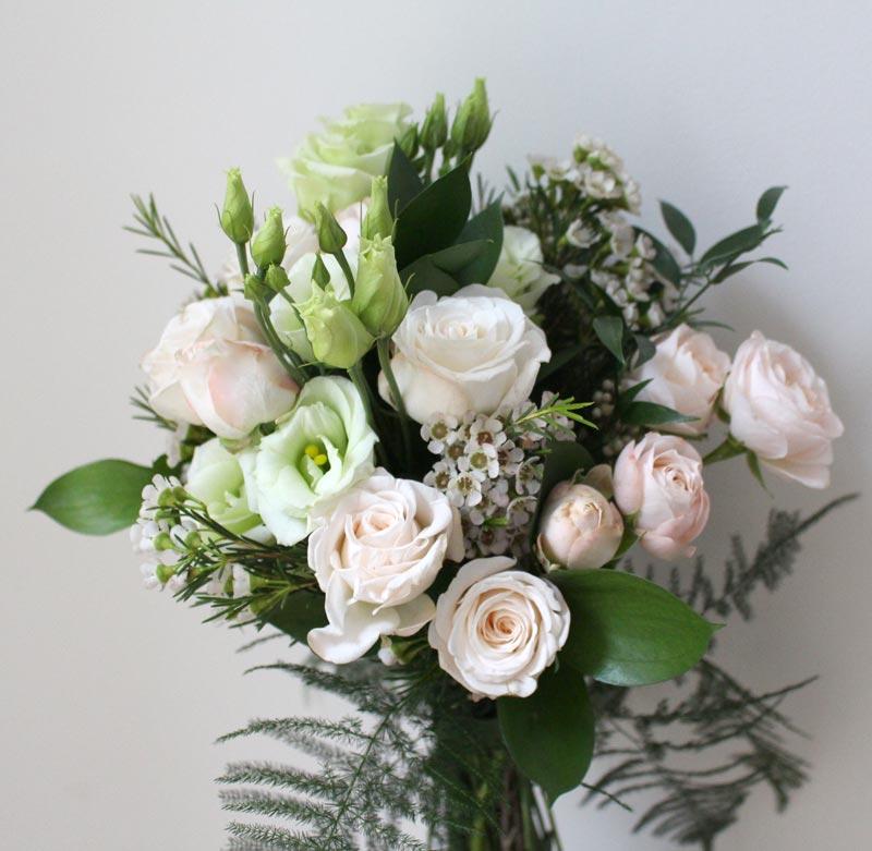 Standard-Bouquet-Bombastic-Wax-Listianthus