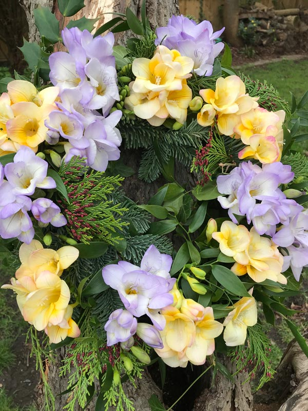 Standard-Wreaths-AllYear-Freesias