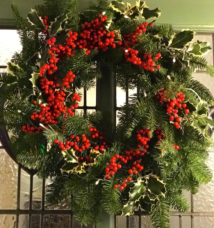Standard-Wreaths-Christmas-Ilex_ivy