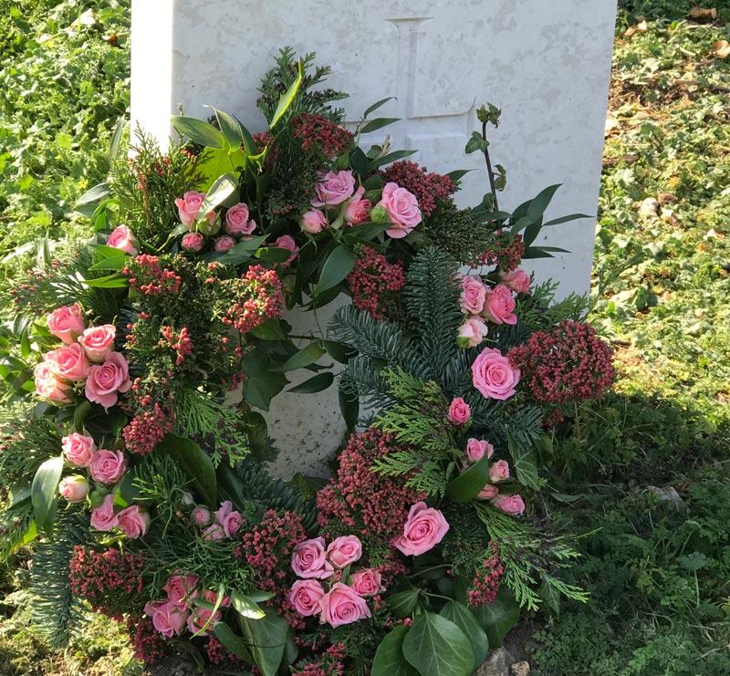 Standard-Wreaths-Pink-Spray-Roses