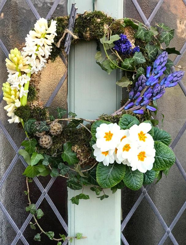 Standard-Wreaths-Spring-CreamPrimrose-hyacinths