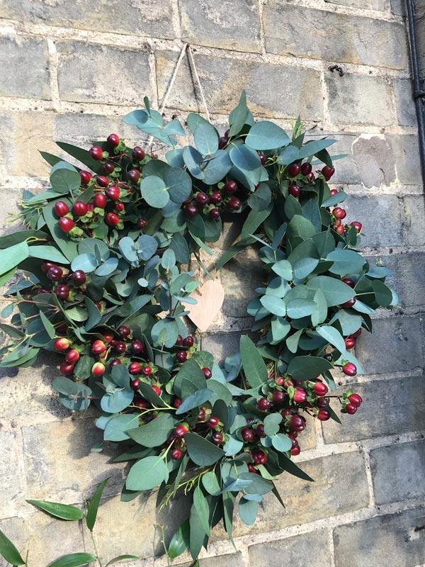 Standard-Wreaths-Winter-Eucy-Hypericum-Heart