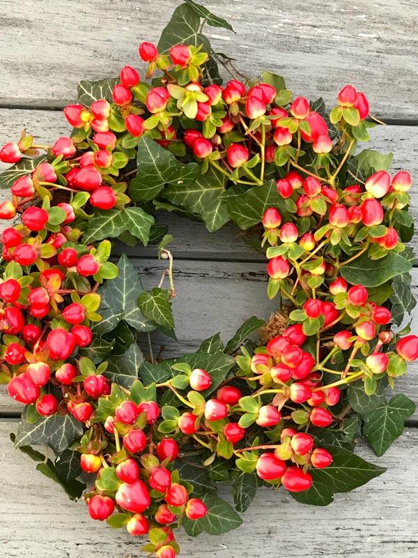 Standard-Wreaths-Winter-Hypericum